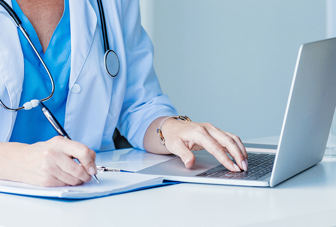 Health professional accessing support online